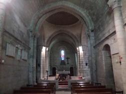 Intérieur de la petite église romane
