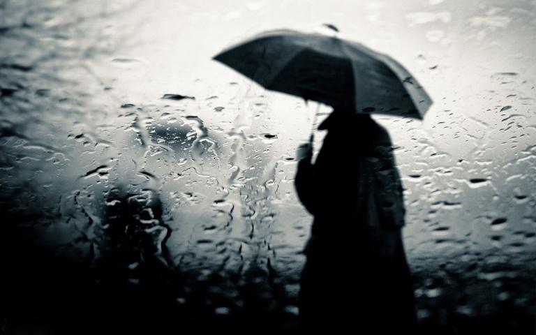 femme-sous-la-pluie-156831
